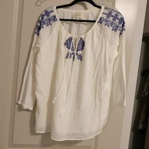 G.H. Bass & Co cream embroidered peasant top